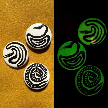 glow in the dark snake buttons